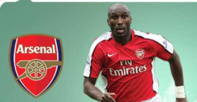Gunners connection: Sol Campbell fraternizes with Arsenal fans in Ghana