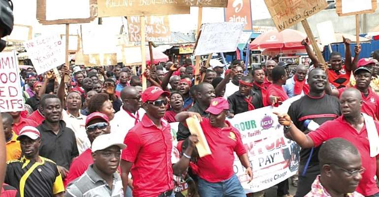 Tema workers hit the streets to demand reduced utility tariffs