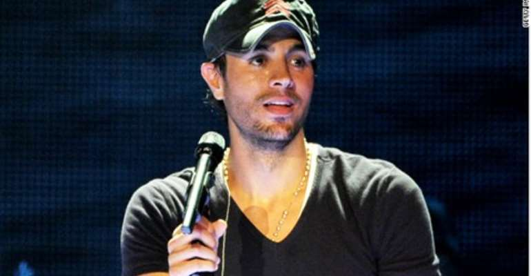 Enrique Iglesias performs at The Staples Center on August 16, 2012 in Los Angeles, California