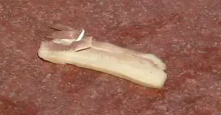 Video: Chinese fry meat on pavements as heatwaves intensifies