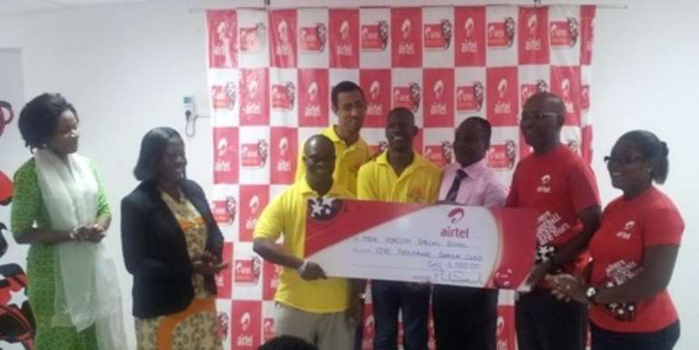 Airtel officials (in red) presents cheque to student from New Horizon School