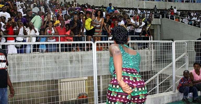 YEMI ALADE THRILLS 50,000 FANS IN TANZANIA