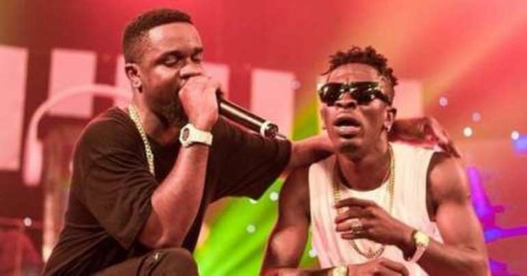 10112018124152 nsjum8x432 sarkodieandshattawaleperformingtogether