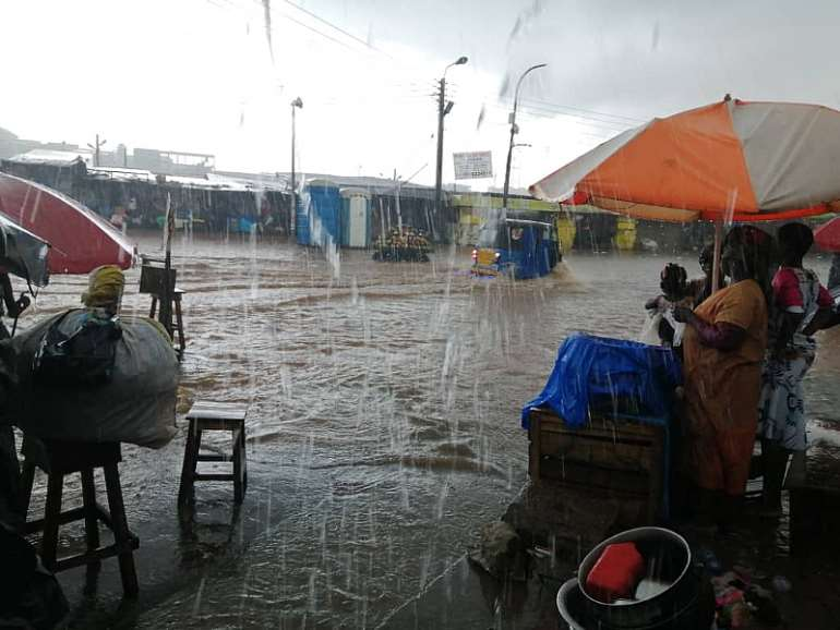 1028201970603-0e72xljwwr-kumasi-central-market-flood-2.jpeg