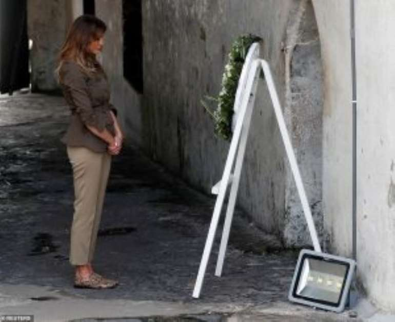 1042018124140 l5gsk8v331 47286446235045the first lady takes a moment to reflect in front of a wreath atm3 1538568548218300x245