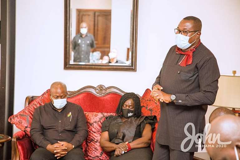 1113202073610-ptkwn0a442-john-mahama-calls-on-late-rawlings-family-12.jpeg