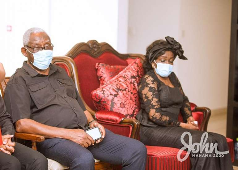 1113202073611-23041r5ddx-john-mahama-calls-on-late-rawlings-family-4.jpeg