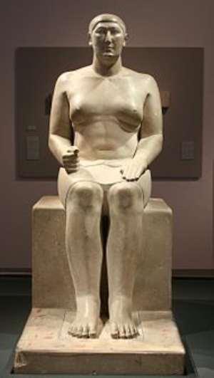 Statue of Hemiunu at the Pelizaeus Museum , Hildesheim , Germany , his feet rest on columns of hieroglyphs painted in yellow, red, brown, Wikipedia.