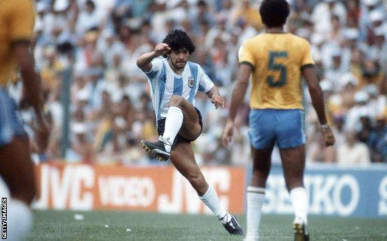 1125202055838-wcsevihuto- 102233143 maradona 1982