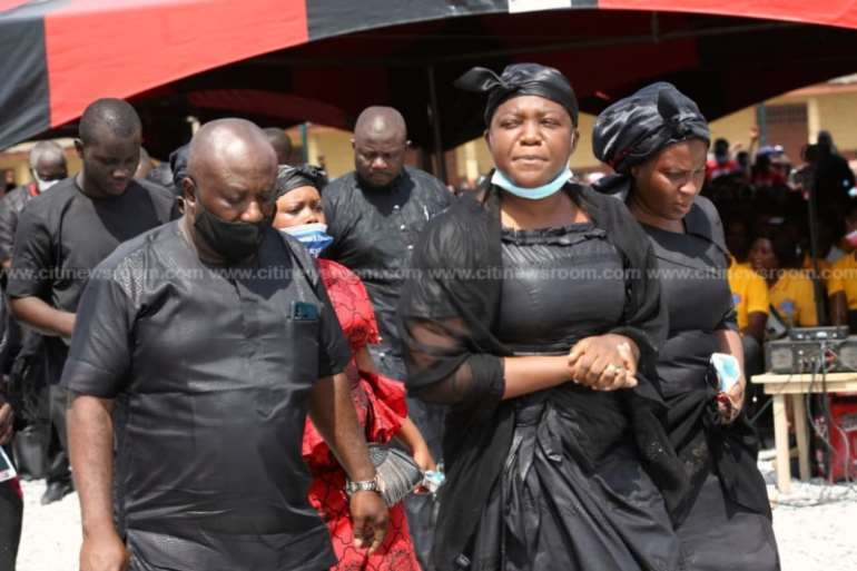 1128202040604-wbreuigtto-akufo-addo-bawumia-join-mourners-at-funeral-of-late-mfansteman-mp8