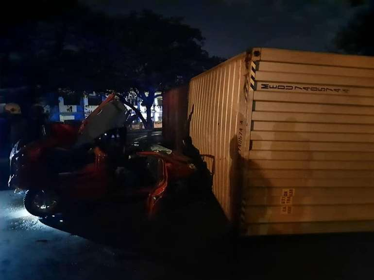 1128202073603-i4ep276gfb-cocoa-container-accident