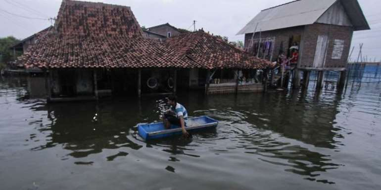 116201950624-m5hsk8v331-indonesia-flood-getty-images