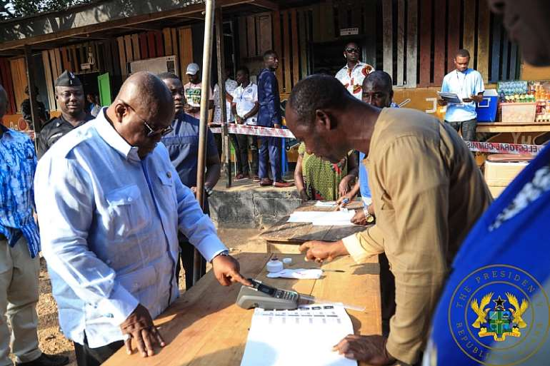 1217201913604-k5frj7u2h1-akufo-addo-bawumia-vote-in-district-assembly-elections-2-scaled