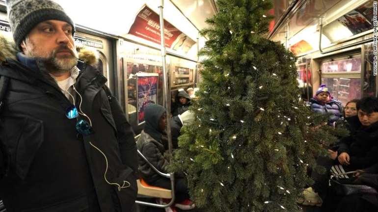 1222201943635-wcsevihuto-191221111659-02-mr-christmas-tree-1219-exlarge-169