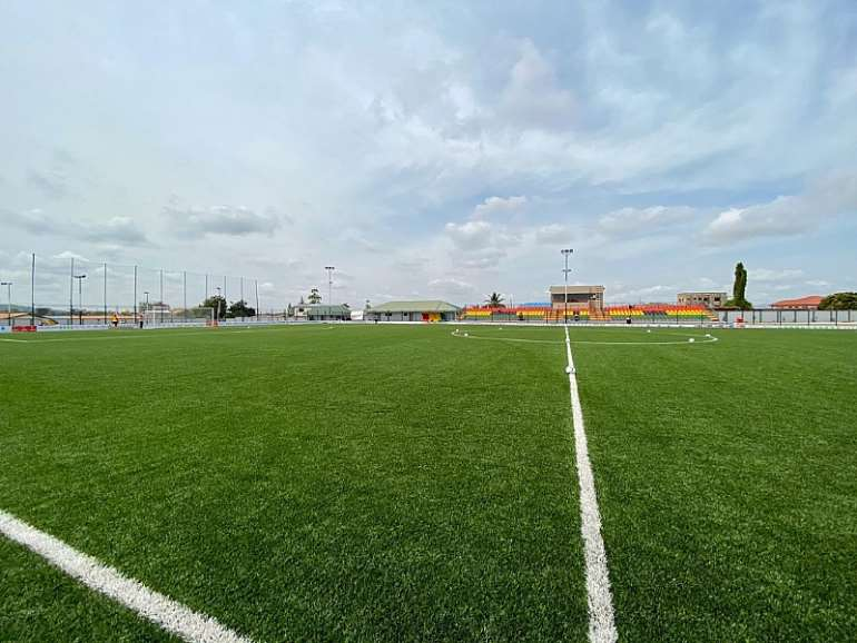1242019120836-osjvm8x432-president-akufo-addo-inspects-completed-madina-astro-turf-8.jpeg