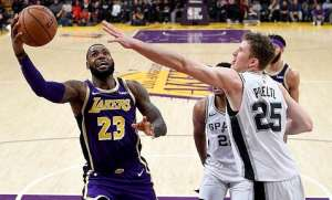 LeBron Shines In Lakers Victory Over Spurs