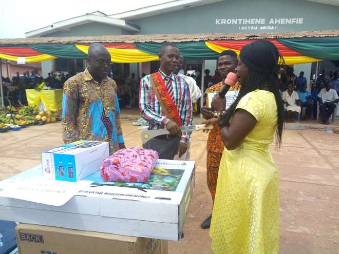 Mr. Emmanuel Baah being handed the baton by the 2017 District Best Farmer
