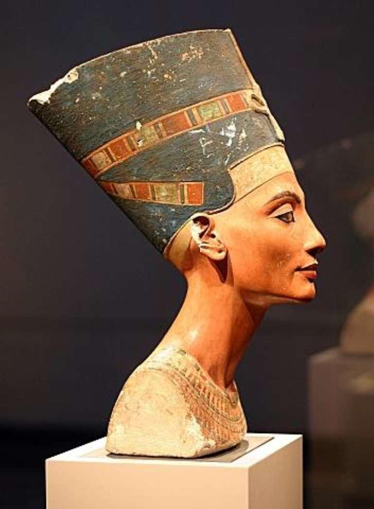 Nefertiti, Egypt, now in Neues Museum, Berlin, Germany<br>