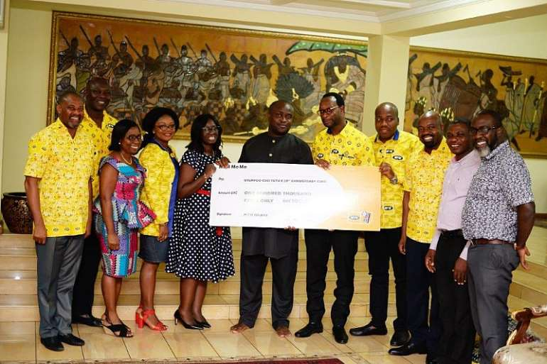 262020112516-otkvn0y442-dummy-cheque-presentation-by-mr-selorm-adadevoh-ceo-of-mtn-to-otumfuo.