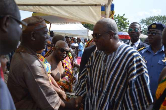 Accompong's Colonel Ferron Williams (Left) meeting Ghana's President John Mahama