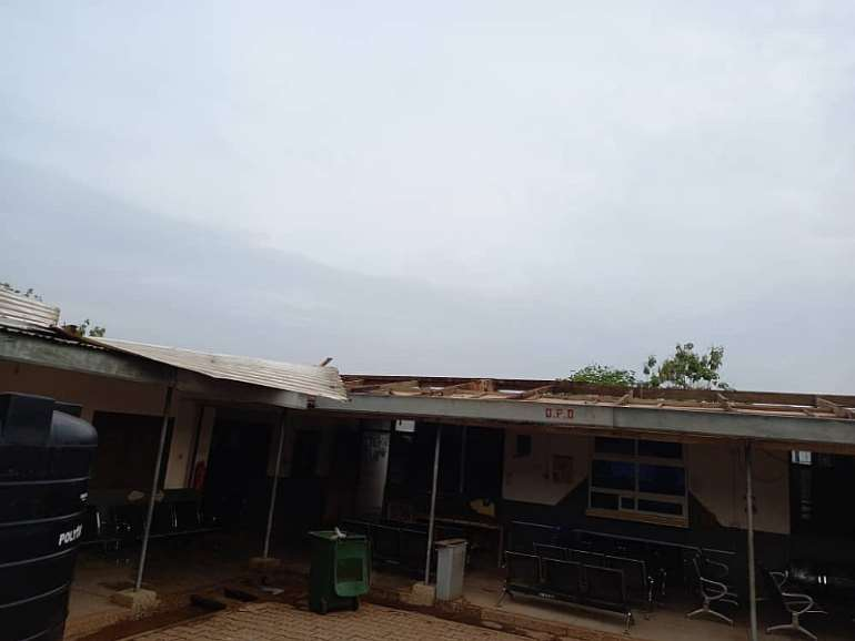 2162021110603-0f72ylkxxs-rainstorm-rips-off-roofing-sheets-of-kumawu-polyclinic-4.jpeg