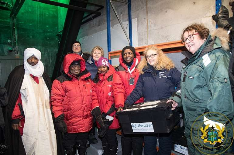 2272020120603-j5fqi7t2gb-nana-addo-north-pole-4