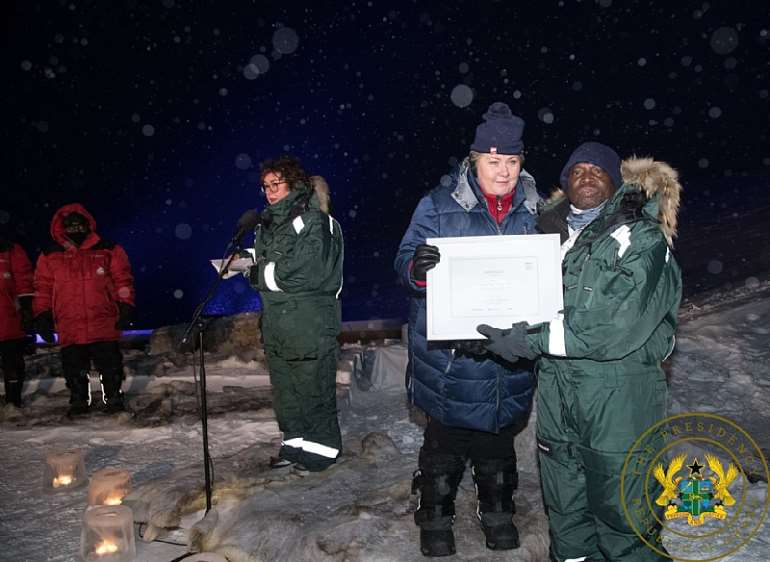 2272020120604-rvmypdc553-nana-addo-north-pole-3