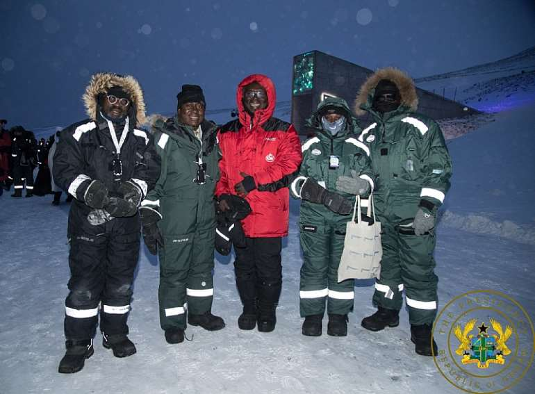 2272020120605-wbreuihtto-nana-addo-north-pole-5