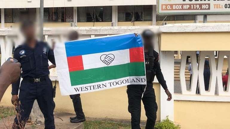 352020110603-23041q5dcx-western-togoland-flag-at-volta-regional-coordinating-council-2-1024x576
