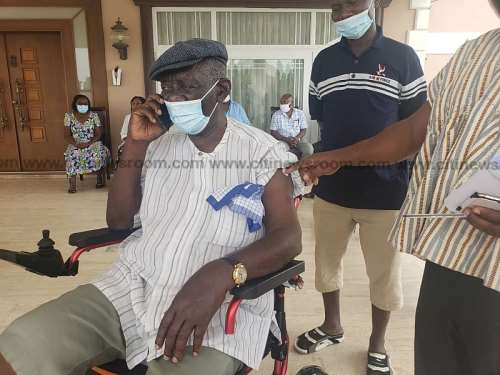 Mahama, Kufuor, Otumfuo, other state officials take COVID-19 jab today  [Photos]