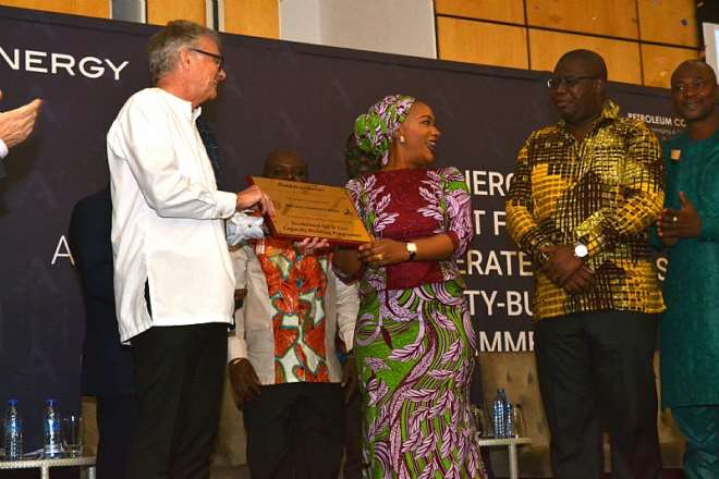Mr. Jan Helge Skogen, Country Manager, presents the plaque symbolizing the start of Aker Energy's support for the AOGC Programme to Her Excellency Hajia Samira Bawumia