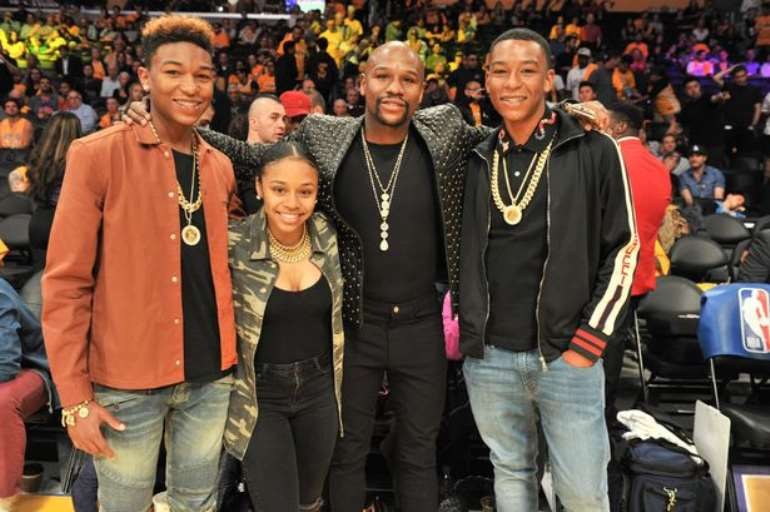 4122020101615-pulwo0a442-0 celebrities-at-the-los-angeles-lakers-game