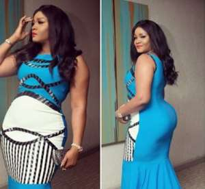 Actress, Omotolade Jalade Wows Sierra Leone President with her Outfit