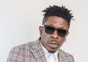 Video: Shatta Wale Hilariously Poses As A Woman