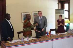 Signing of the Memorandum of Understanding by François Pujolas and Prof. Gabriel Ayum Teye, Chairman of VCG and Vice Chancellor of the University of Development Studies.