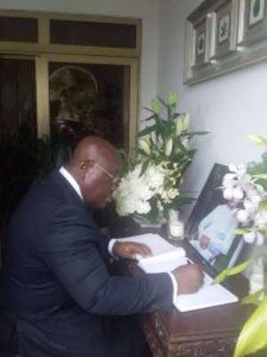 President Akufo-Addo Signs Amissah-Arthur's Book Of Condolence