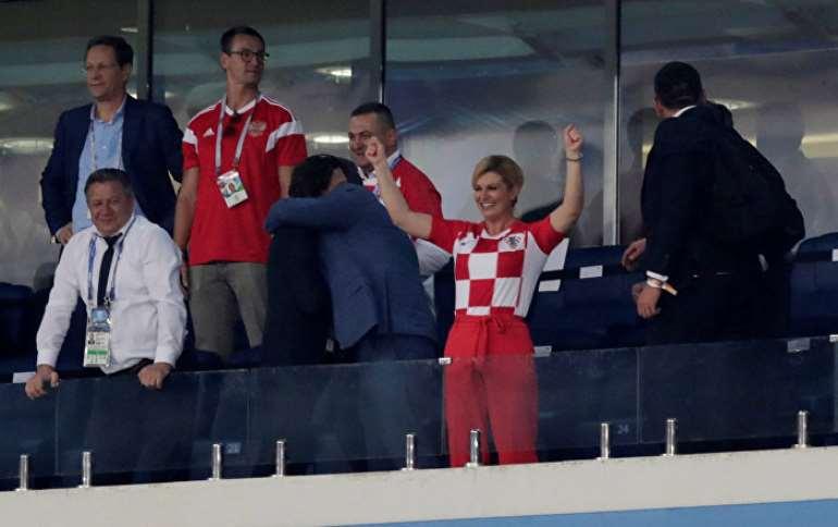 Croatian leader hands Putin soccer shirt before World Cup final