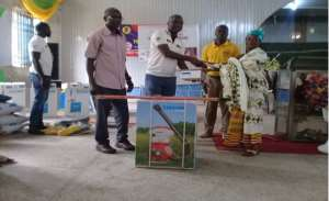 Managing Director of Cocoa Merchants Ghana Limited presenting an award to the best farmer for 2018, Madam Beatrice Frimpong of Fumso Ketewa Community, under the Cocoanect-Cocoa Merchants Sustainable Cocoa Program
