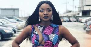 Singer, Simi Causes stare in Lagos with Revealing Ankara Outfit