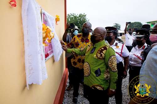 811202195627-wbrevihuto-president-akufo-addo-unveils-the-plaque-signifying-the-commissioning-of-the-new-hq-of-the-bono-region-fire-service