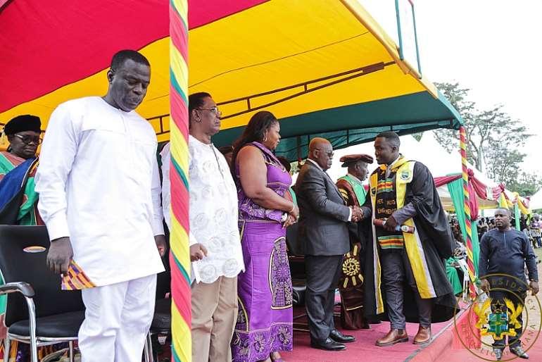 812201990603-uypctgfsrm-president-akufo-addo-congratulating-some-of-the-graduands