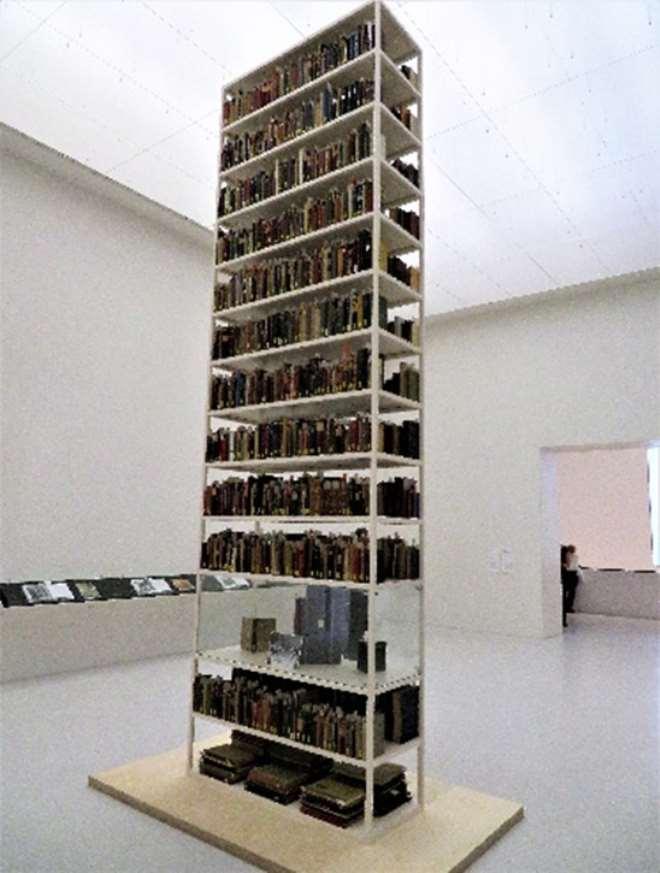 Maria Eichhorn, Tower of Books.