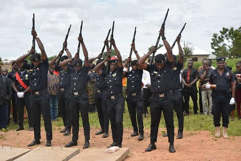 825201950605-qvlxpcb543-policewoman-funeral-5