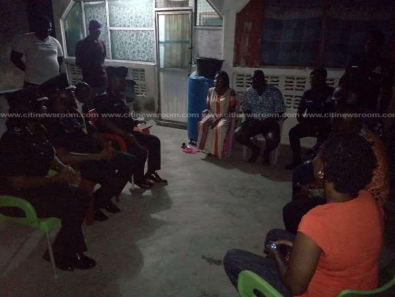 829201993605-8eu2xkjwvr-police-visit-families-of-slain-police-officers-at-budumburam-3