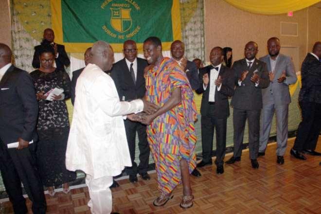 Dr.-kwaku-ohene-frempong-receiving-a-life-time-achievement-award-1-701x467