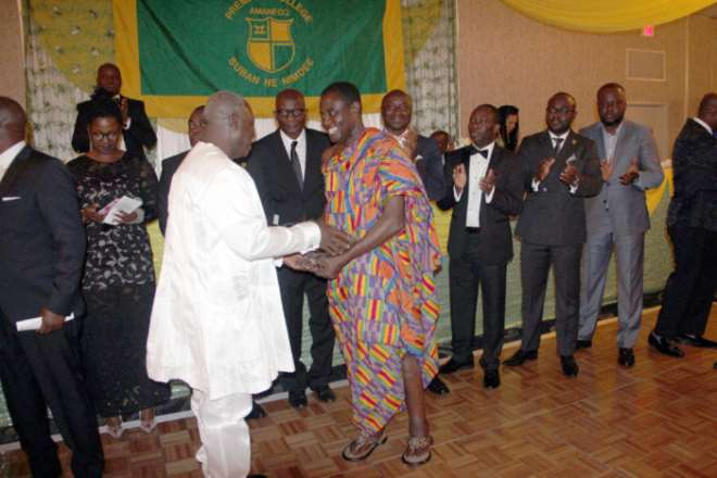 Dr.-kwaku-ohene-frempong-receiving-a-life-time-achievement-award-1-701x467
