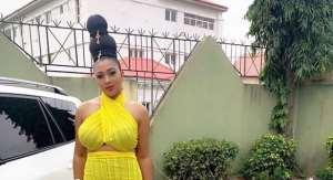 Nollywood Actress, Lilian Esoro Flaunts Killer Shape on Movie Set