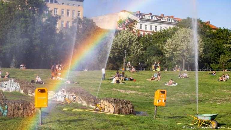 The Görlitzer Park is a green oasis in Berlin-Kreuzberg