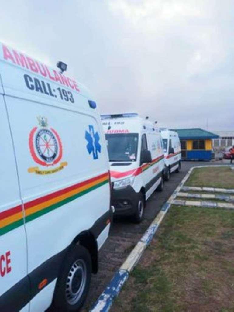 913201950605-0g730m4yxs-ambulance-1