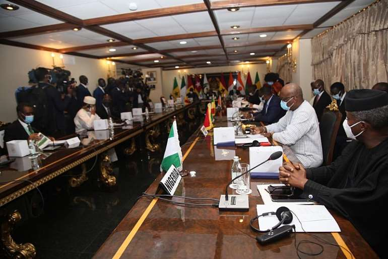 915202040603-8dt2wjivvq-ecowas-leaders-at-a-meeting-in-ghana-over-mali-crisis-2-1